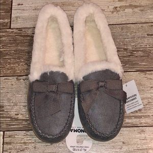 NWT Gray & White Bow Slippers